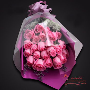 Pink roses bouquet with love flower