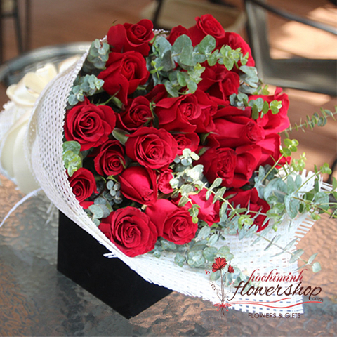 Birthday flowers free delivery in HCM city
