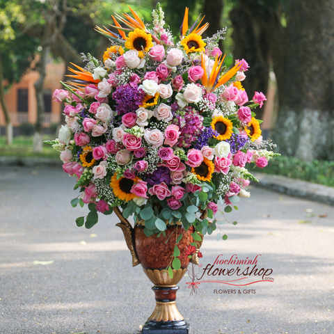 Buy luxurious flowers in Hochiminh City