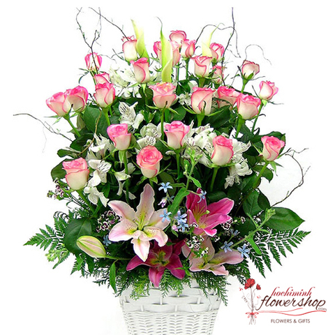 Beautiful pink roses flowers arrangement
