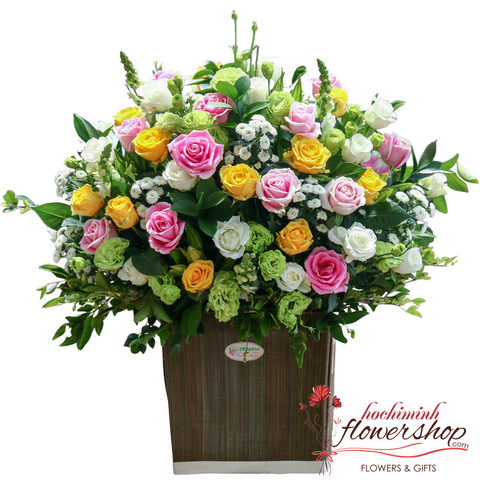 Mixed roses basket in Hochiminh