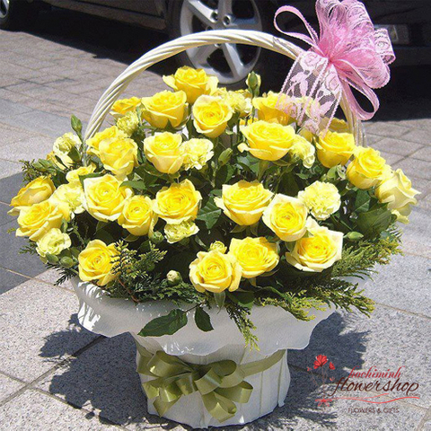 Basket of yellow roses online
