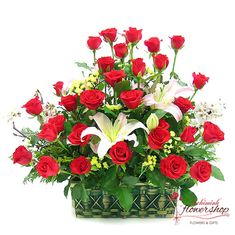 red roses mixed white lilies flower centerpieces