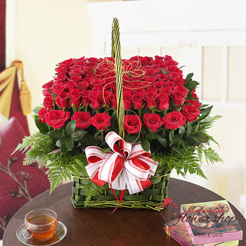 Red roses flower arrangement delivery now