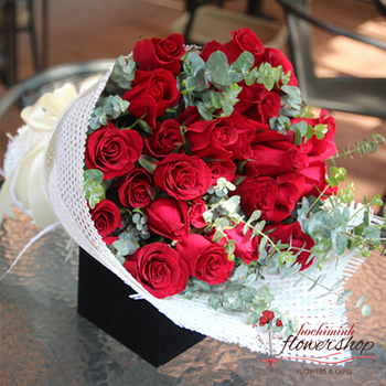 Bouquet of red roses for happy day