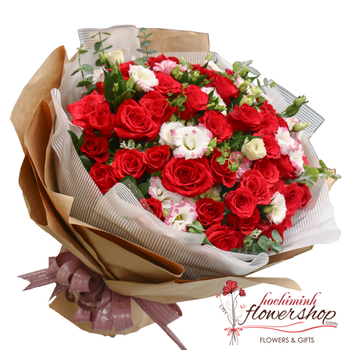 Love bouquet of red roses in HCM city