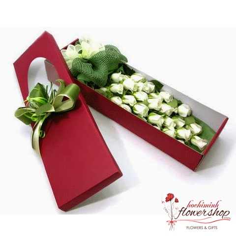 Box of white roses in hochiminh city
