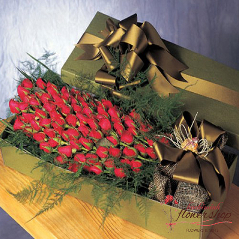 Boxed arrangement 100 red roses
