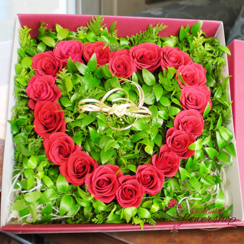 Red rose gift box to girlfriend