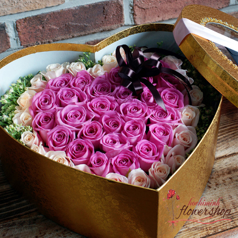 Box of purple roses delivery hochiminh city