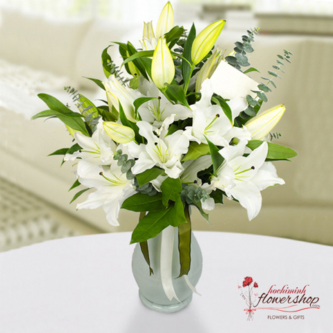 Hochiminh flowers in a vase with white lilies