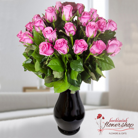 Hochiminh flowers in vase with pink roses