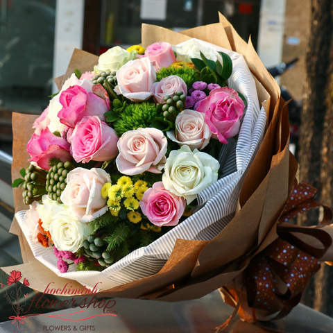 Mixed roses bouquet for birthday in Hochiminh