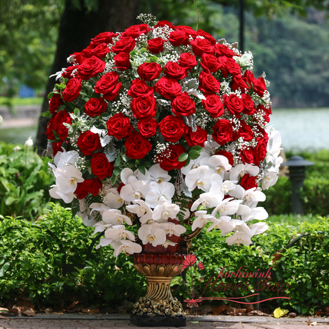 VIP flowers with red roses in Hochiminh city