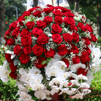 VIP flowers with red roses in HCM city
