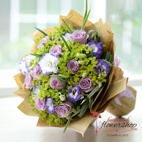 Lovely purple roses bouquet