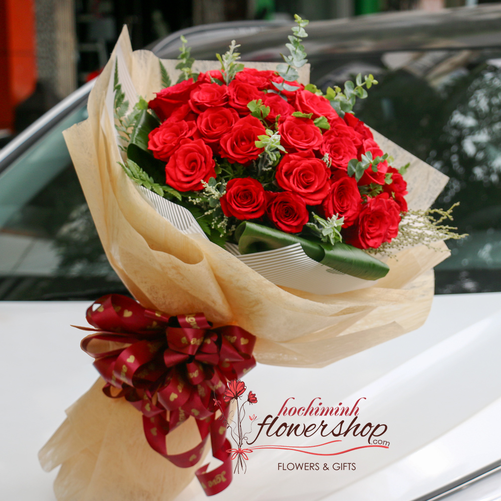 Buy red roses bouquet in HCM