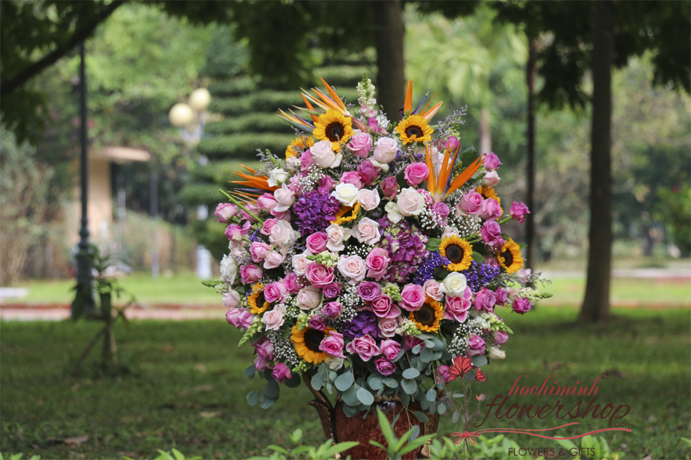 Buy luxurious flowers in HCM City