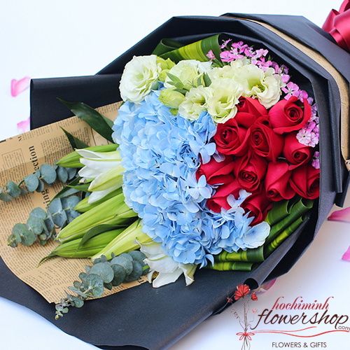 Happy birthday to Mom with flowers bouquet