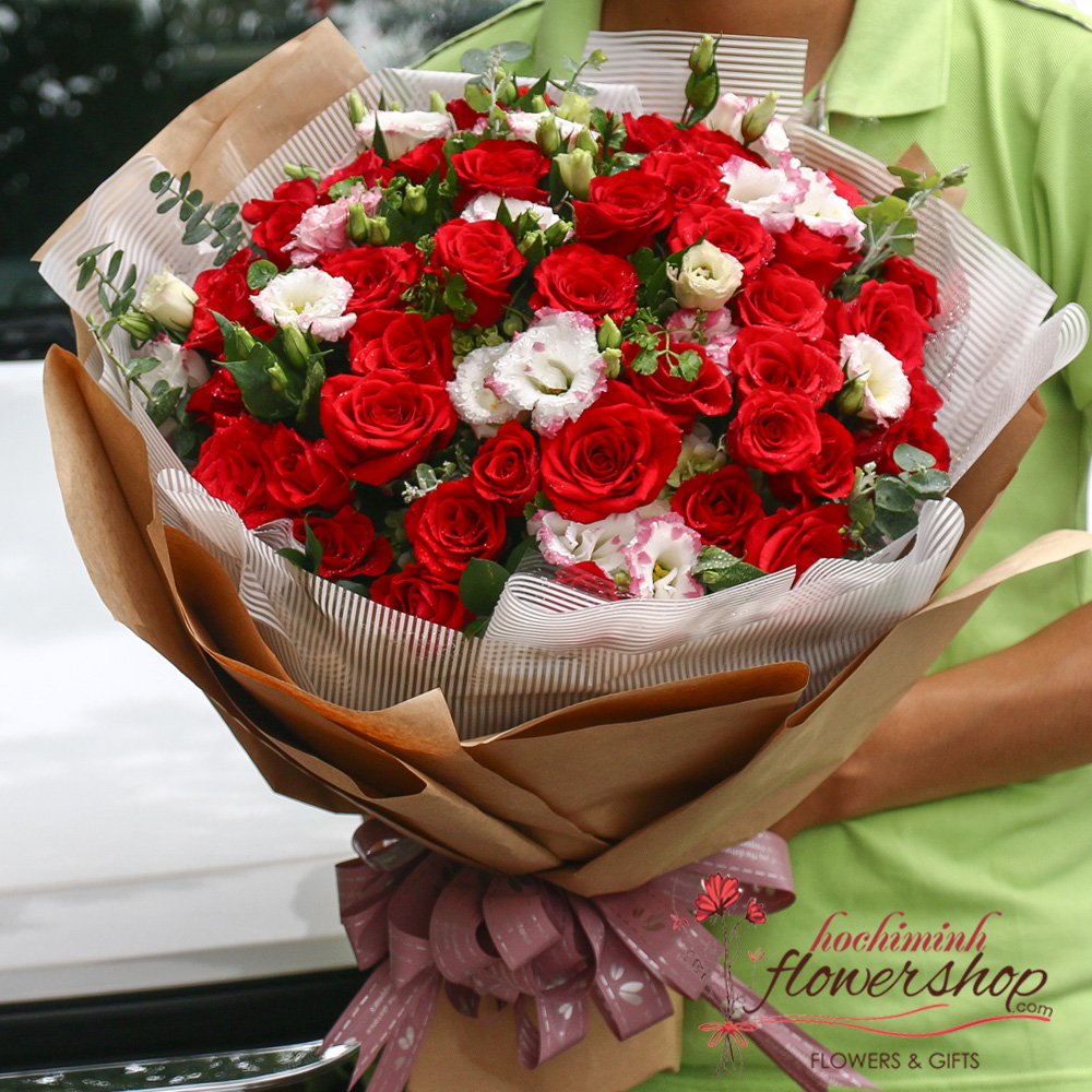 ​Love bouquet of red roses in Hochiminh city online