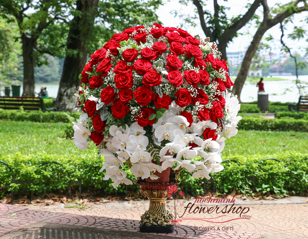 VIP flowers with red roses in HCMC